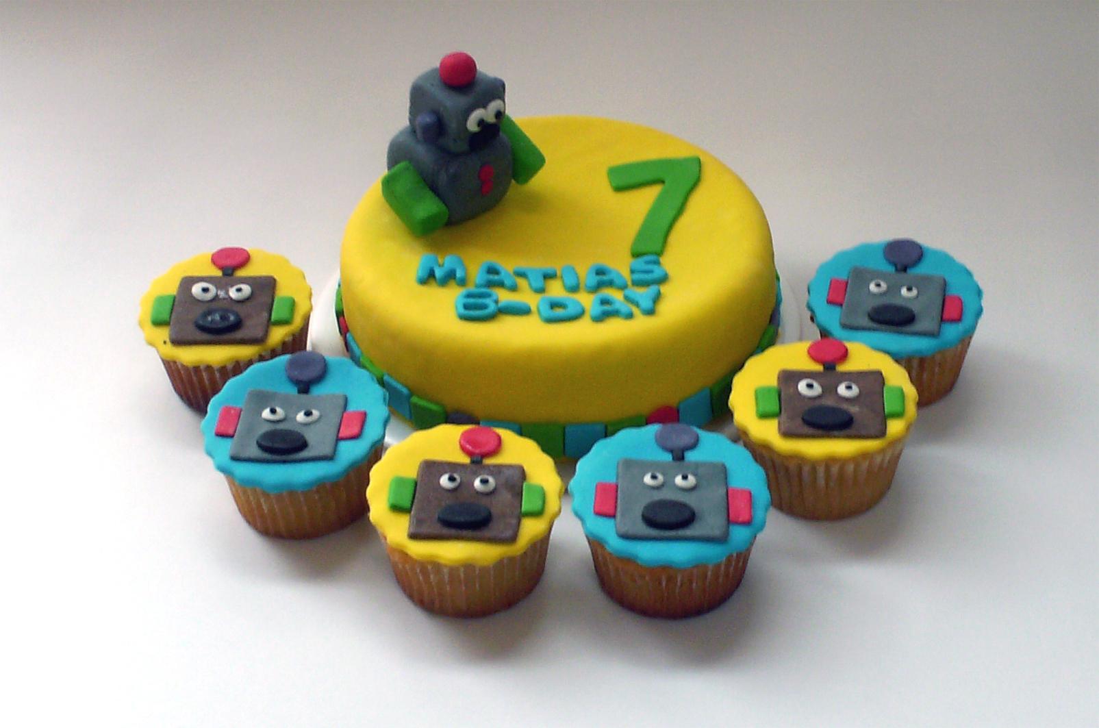 Torta Y Cupcakes De Robots Para Plea  Os Infantil  Torta Y Cupcakes