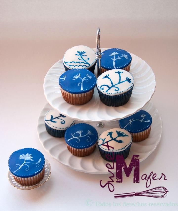 cupcakes-pintados-azul-y-blanco