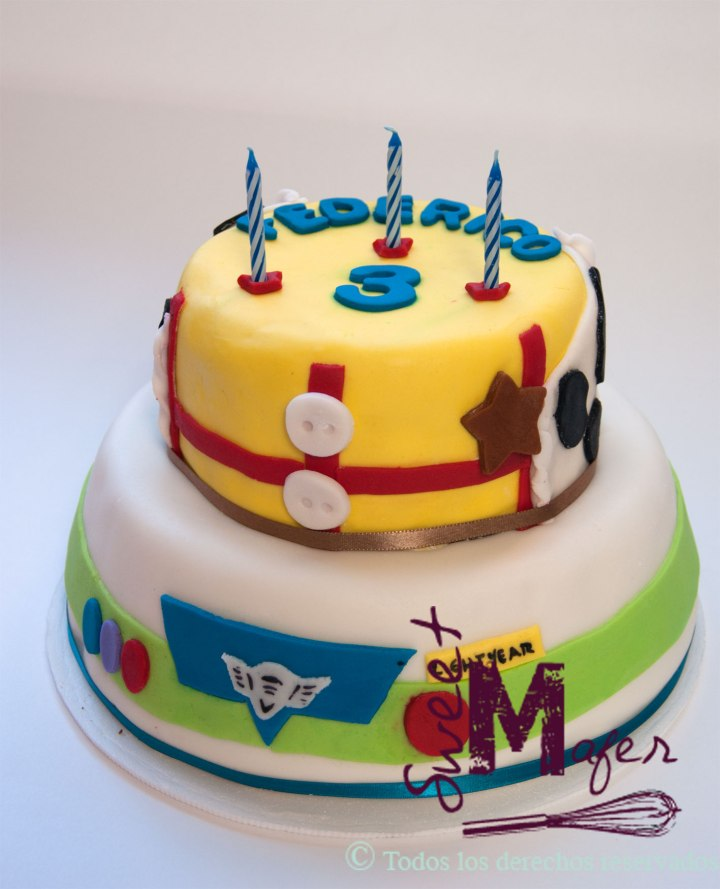 woody-and-buzz-cake