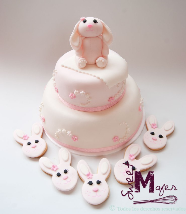 Set de torta y galletas con conejita en rosa pálido y blanco