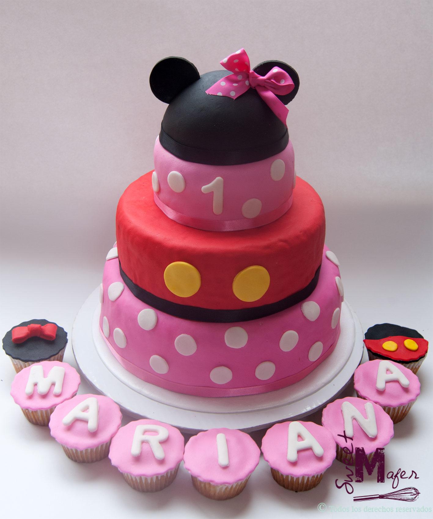 torta y cupcakes a juego de Minnie y Mickey para el primer cumple de