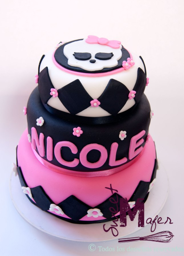 torta-monster-high-3-pisos