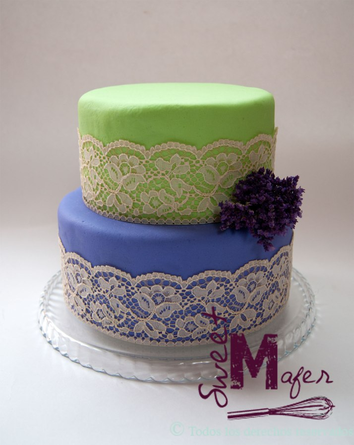 lace-and-flowers-cake