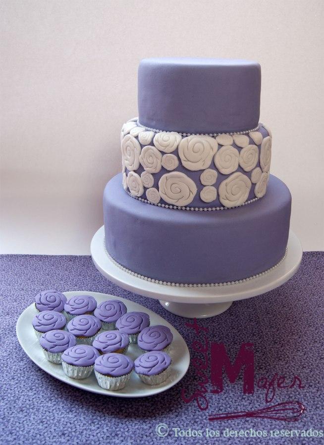 torta-lila-rosetones-y-perlas