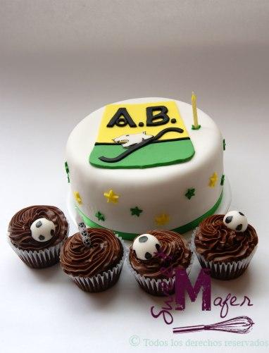 ¡Búcaros! Torta del Atlético Bucaramanga, con cupcakes de balones © Sweet Mafer