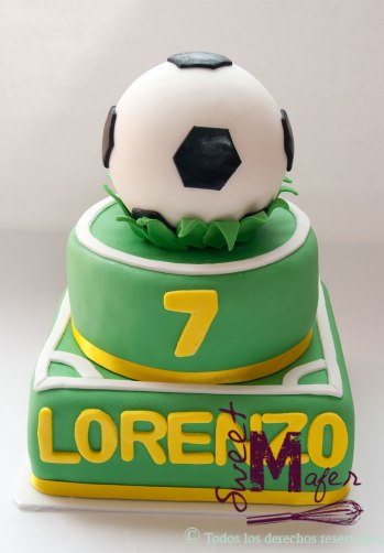 Un super balón y una super torta para Lorenzo © Sweet Mafer
