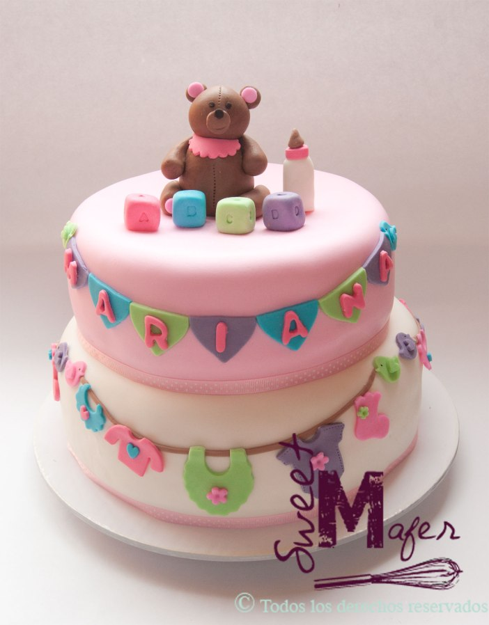 torta-baby-shower-oso-y-ropa