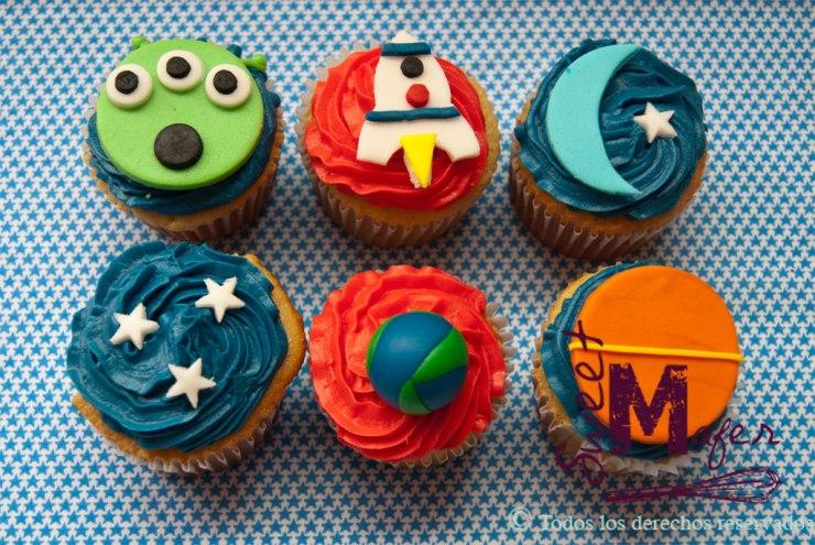Cupcakes con marcianos, cohetes, planetas, lunas y estrellas