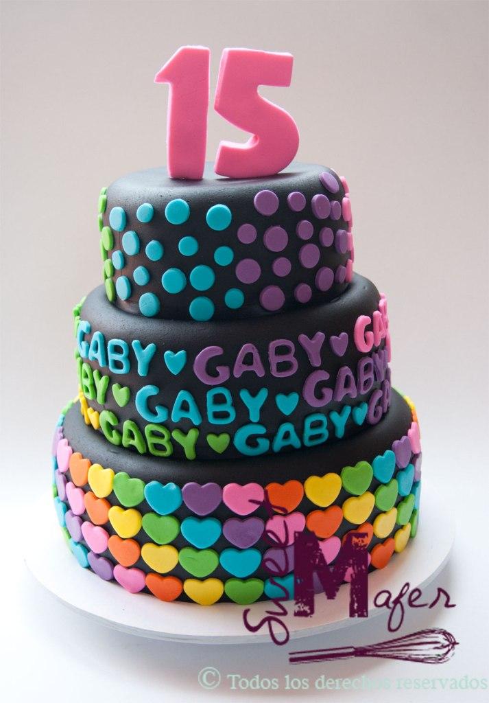 Torta quince años en negro y colores vivos