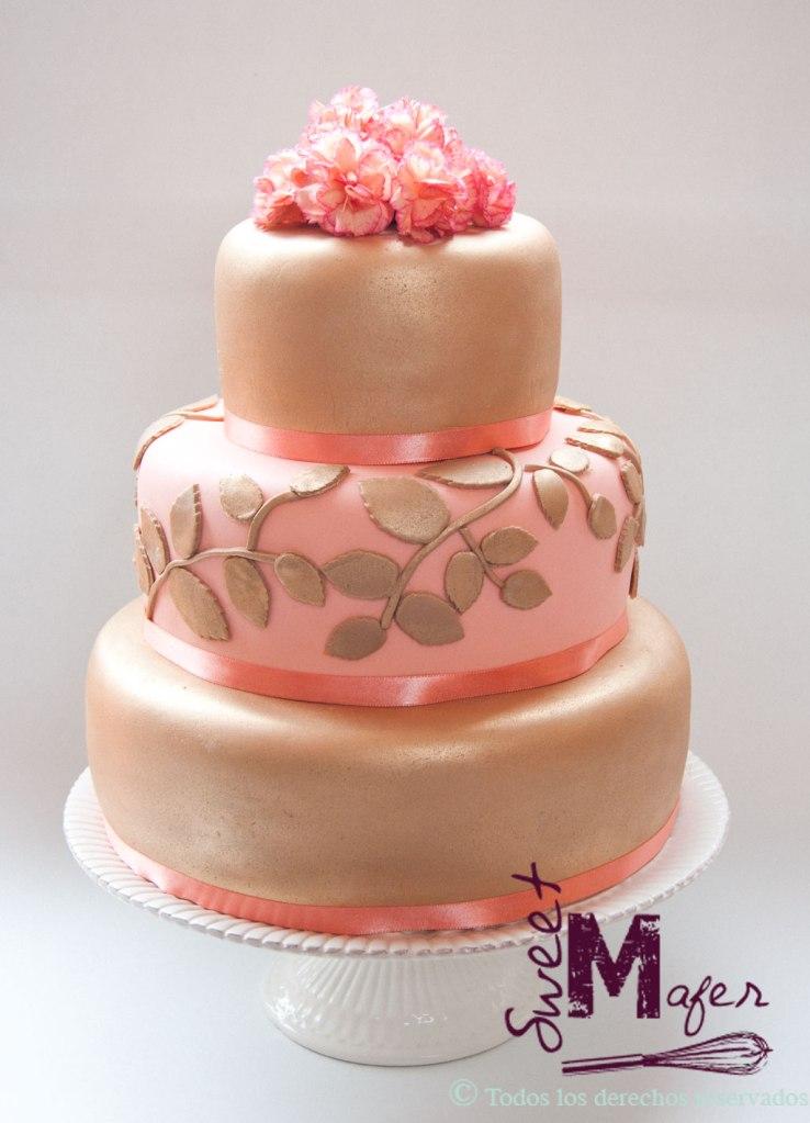 Torta de boda en dorado y salmón
