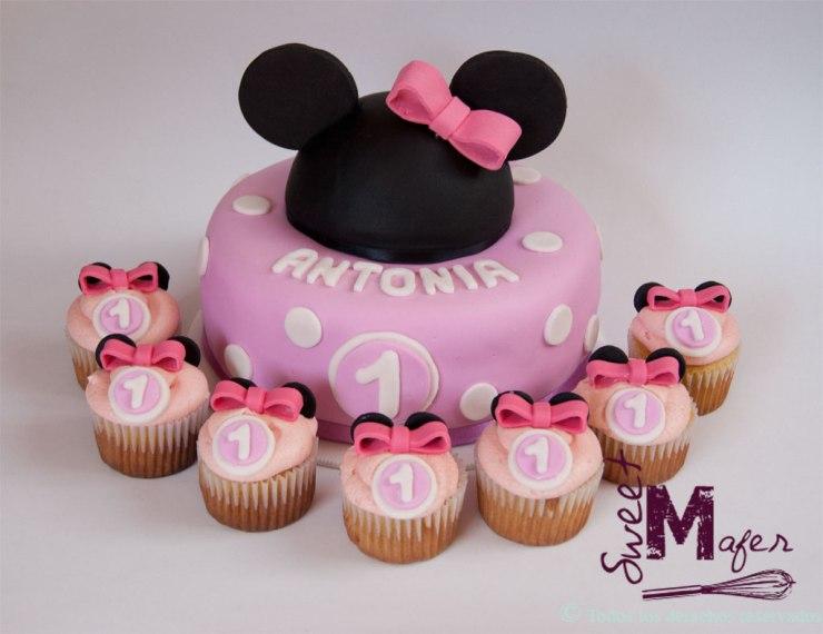 Torta y cupcakes Minnie primer cumpleaños