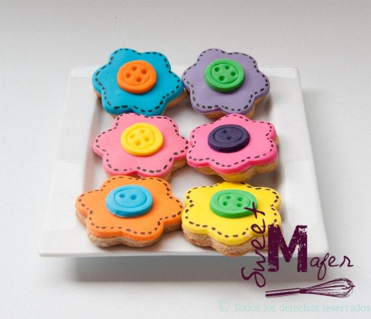 Galletas de flores con pespunte y botón de Sweet Mafer